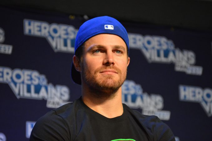 Stephen Amell (Oliver Queen / Green Arrow).