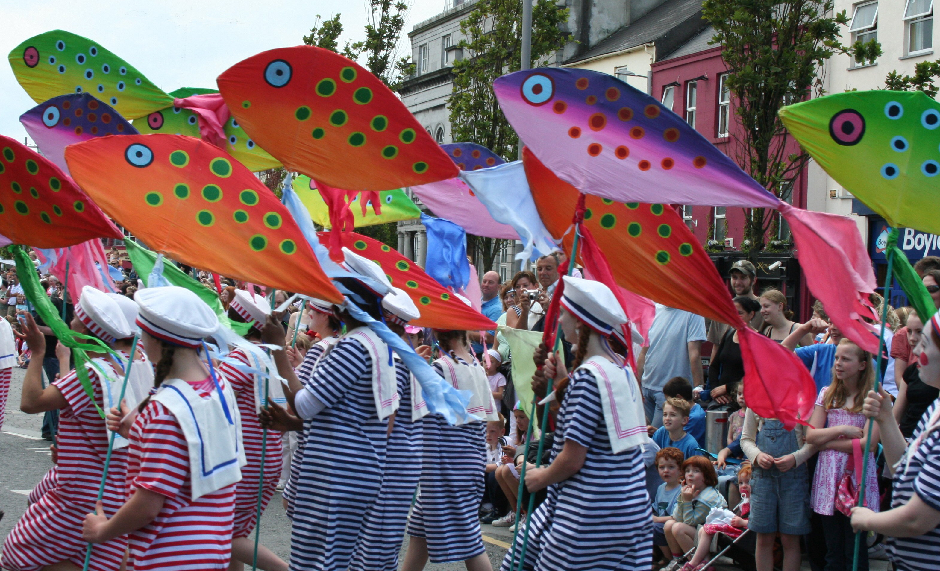 Fish_on_the_move_-_Galway_Arts_Festival_Parade