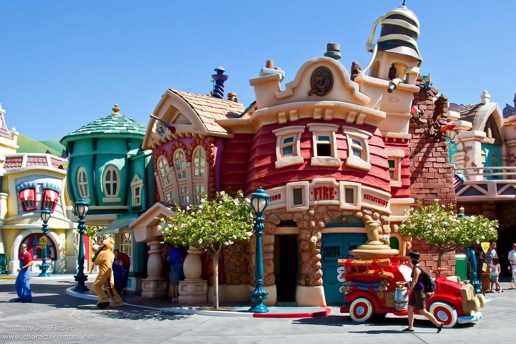 Disneyland Aug 2010 - Wandering through Toontown