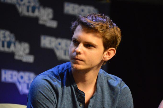Robbie Kay (Peter Pan).